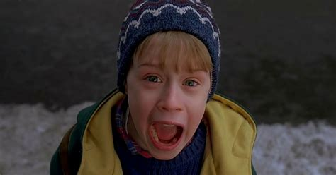"""10 Facts About """"Home Alone 2"""" You Can Read While Eating A"""