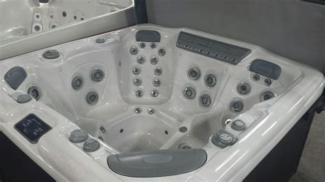 Reconditioned Used Hot Tubs & Spas at The Place