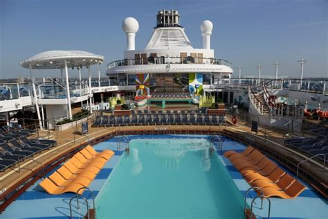 5 perfect times to enjoy the pool on a Royal Caribbean
