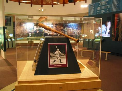 Louisville Slugger: Largest Bat in the World | I Like To