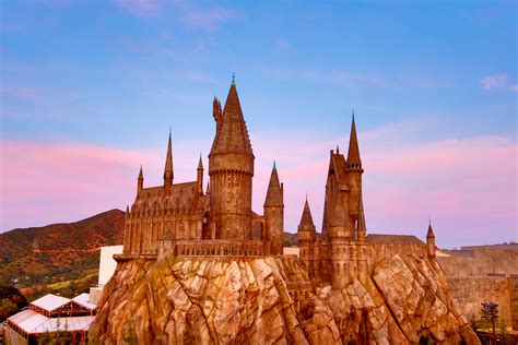 Twitter Is Imagining What Hogwarts Would Be Like If It