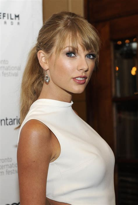 Taylor Swift shakes off rumours of 'major row' with